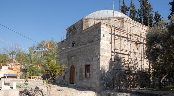 5 Asırlık Camide Define İddiasi