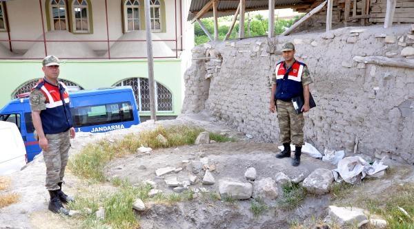 5 Bin Yıllık Kalede Tünel Kazan Defineci Yakalandı