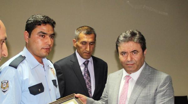 5 Kilo Tnt'yi Bulan Polislere Ödül Verildi