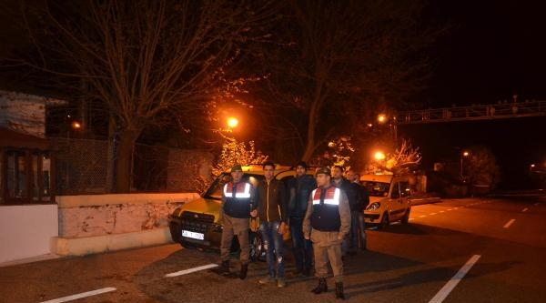 5 Takside 25 Kaçak Ele Geçirildi