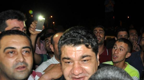 5 Yıl Sonra Tahliye Olan Eski Başkan Cizre'de Sevgi Gösterisiyle Karşılandı