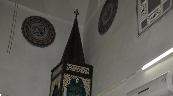 600 Yıllık Tarihi Caminin Minber Kapıları Çalindi