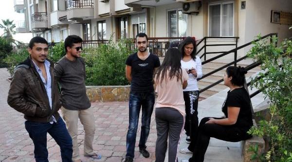 60 Öğrenci Sokakta Kaldi
