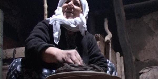 75 Yaşindaki Fatma Nine Çömlek Yapiyor