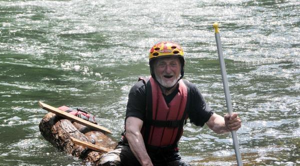 75'lik Dede Kütükle Rafting Yaptı, İlk Denemede Devrildi