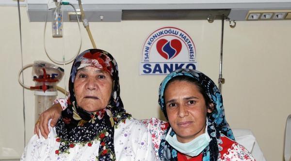 78 Yaşındaki Anne, Kızına Böbreğini Verdi