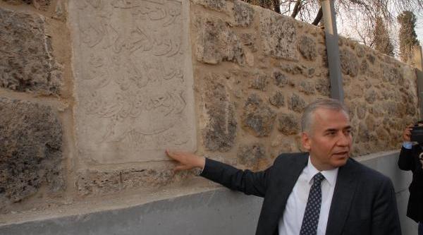836 Yillik Duvar Restore Edildi