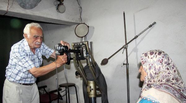 85 Yaşında Fotoğrafçılığı Bırakamıyor