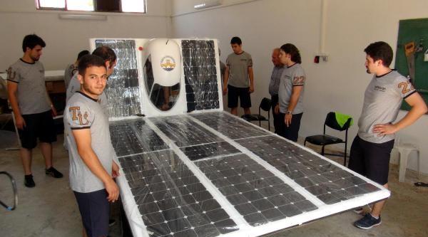 8 Ayda Güneş Ve Elektrik Enerjili Araba Ürettiler