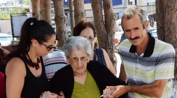 97 Yaşında Sabiha Nine: Cumhuriyet Çok Yaşasın