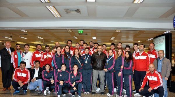 9 Madalyalı Karate Milli Takımı Yurda Döndü