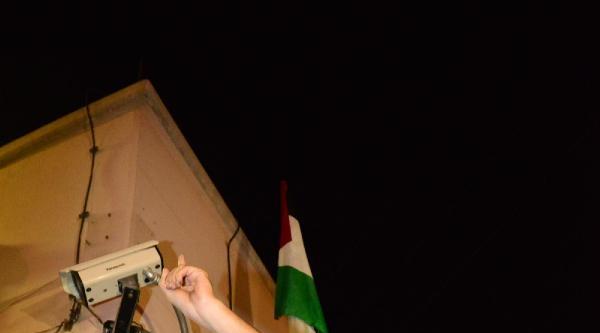 Abd Adana Konsolosluğu'na Filistin Bayrağı Astılar