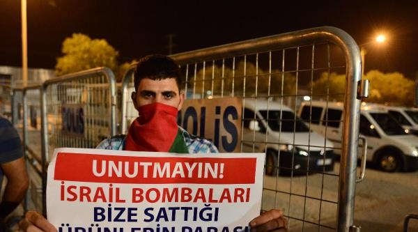 Abd Adana Konsolosluğu'na Taşlı Saldırı