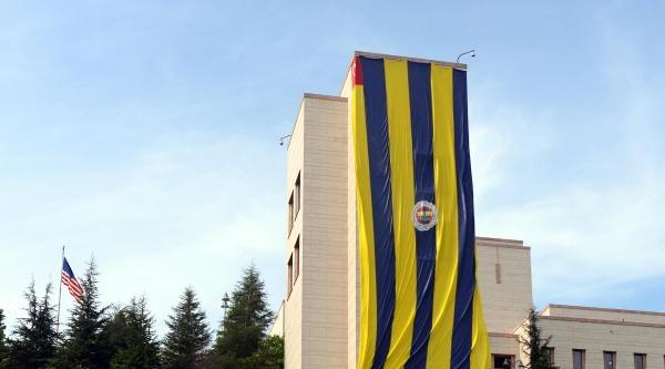 Abd Başkonsolosluğu Binasına Dev Fenerbahçe Bayrağı Asıldı
