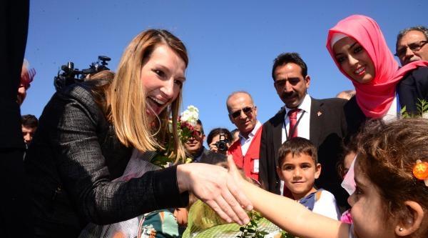 Abd Dışişleri Bakan Yardımcısı Hıggınbottom, Suriyeli Sığınmacılarla Buluştu