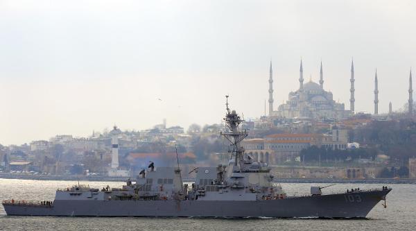 Abd Savaş Gemisi İstanbul Boğazı'nda