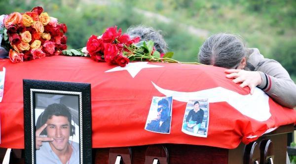 Abd'de Öldürülen Gencin Cenazesi Türkiye'ye Getirildi (2)