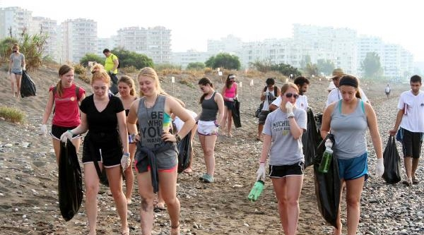 Abd'li Öğrenciler Sahil Temizliği Yaptı