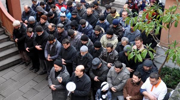 Abdülkadir Molla Için Giyabi Cenaze Namazi