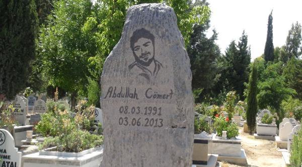 Abdullah Cömert'e Anıt Mezar