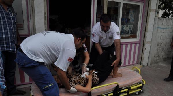 Ablasını Sokak Ortasında Bıçakladı