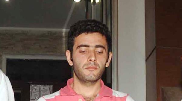 'acele Et' Diyerek Kornaya Basan Taksiciyi Bıçakladı