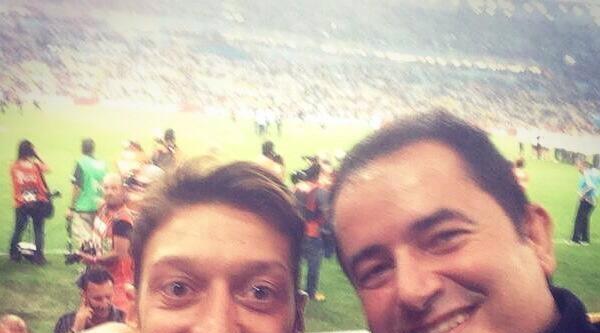 Acun Ilicali İle Mesut Özil Şampiyonluk Kutladı