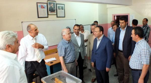 Adalet Bakanı Bozdağ Yozgat'ta Oy Kullanılan Okulları Ziyaret Etti