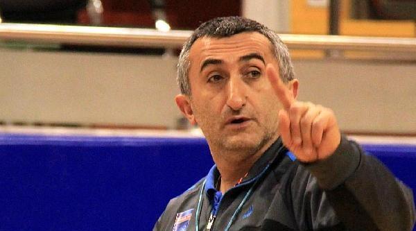 Adana Botaşspor Antrenör Akkaya'yla Yolunu Ayırdı