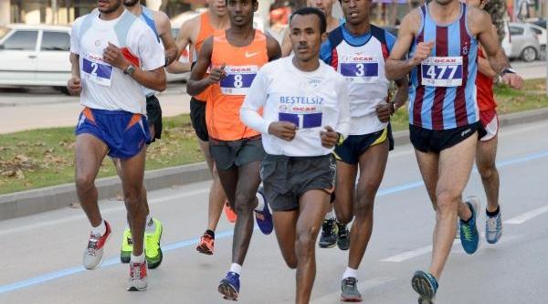 Adana Yari Maratonu'nda Fasli Hadout Birinci Oldu