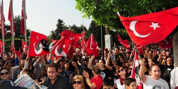 Adana'da 10 Kasim Töreninde Protestoya Kizan Vali Coş, 'alin O Gavati' Diye Bağirdi (Fotoğraflar)