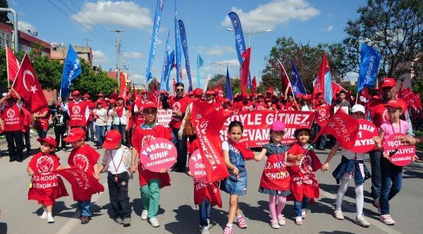 Adana'da 1 Mayıs Coşkuyla Kutlandı