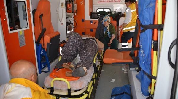 Adana'da 2 Otomobil Çarpişti, 9 Kişi Yaralandi