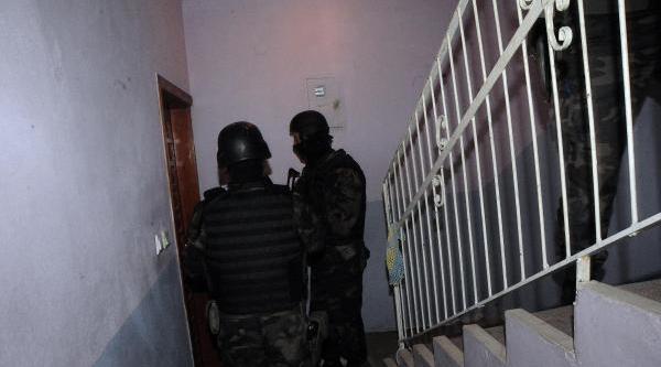 Adana'da Narkotik Şube 'torbaci' Operasyonlarini Seriye Bağladi