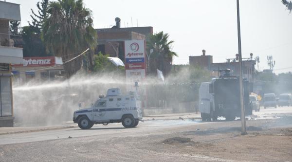 Adana'da Oy Kullanma Bitti, Eylemcilere Tomalar Su Sıktı