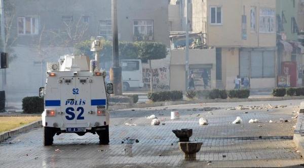 Adana'da Pkk Gösterisine Polis Müdahalesi
