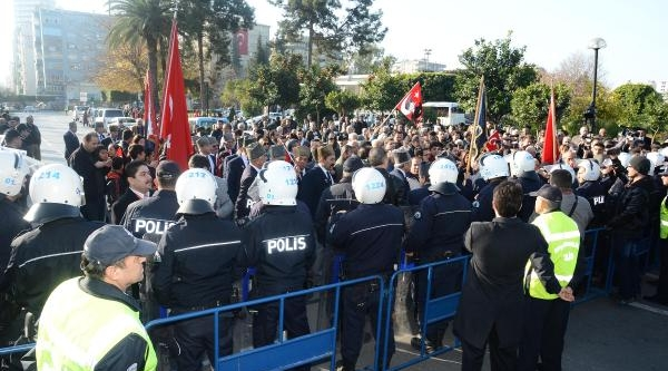 Adana'da Törende Vali Coş Protesto Edildi, Gözaltilar Var (2)