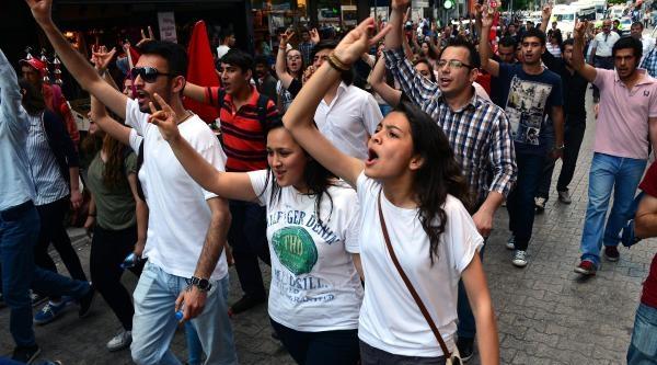 Adana'da Türkçüler, Bozkurt İşaretleriyle Yürüdü