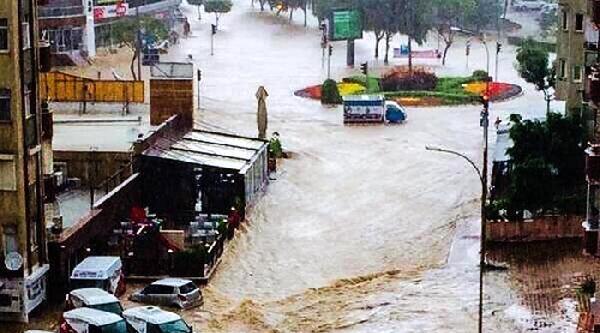 Adana'da Yağmur Sel Oldu (2)