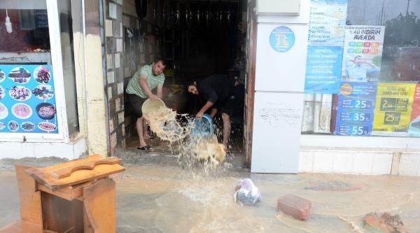 Adana'da Yağmur Sel Oldu (3)