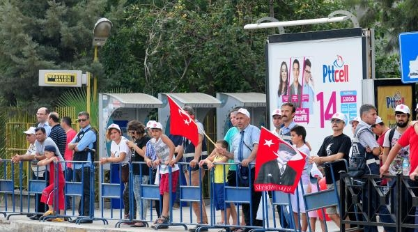 Adanalılar Zafer Bayramı'na İlgisiz Kaldı
