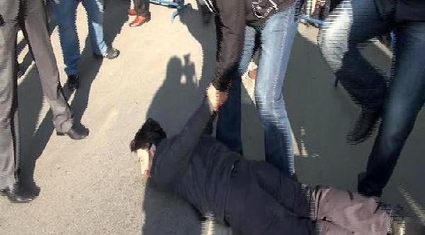 Adana'nin Kurtuluş Töreninde Vali Coş Protesto Edildi, Gözaltilar Var