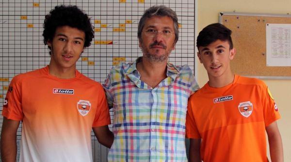 Adanaspor Alt Yapıdan 2 Futbolcuya Profesyonel İmza Attırdı