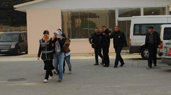 Adapazari'nda Evleri Soyan 3 Kişi Tutuklandi