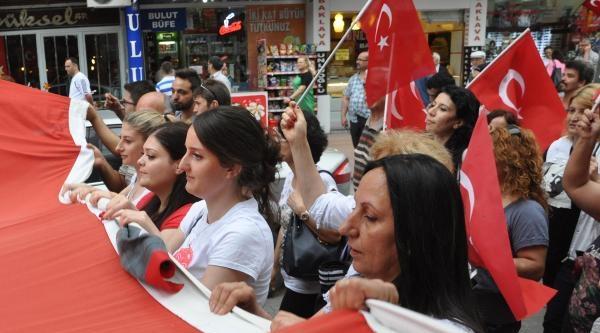 Add Üyeleri Türk Bayraklarıyla Yürüdü