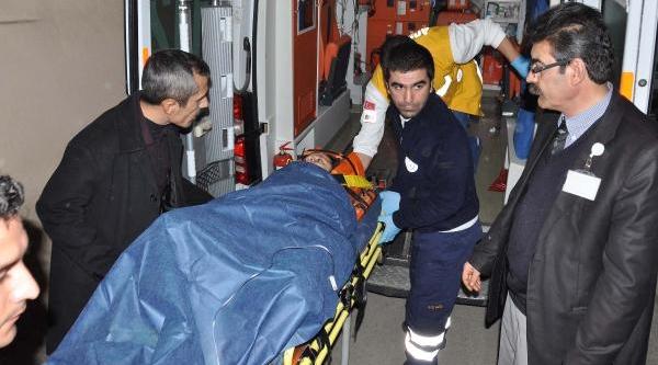 Adiyaman'da 3'üncü Kattaki Balkondan Düşen Kiz Ağir Yaralandi