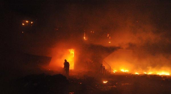 Adıyaman'da Atık Kağıt Fabrikasında Yangın