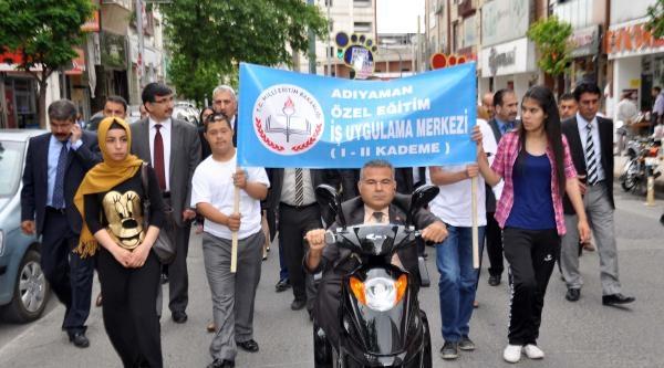 Adıyaman'da Engellilerden Kortej Yürüyüşü