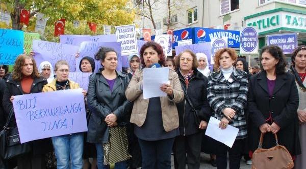 Adiyaman'da Kadinlar Şiddete Karşi Yürüdü