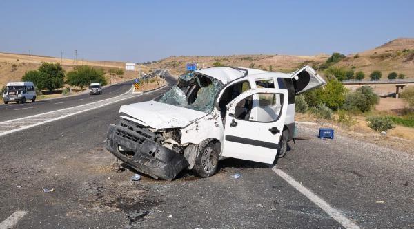 Adıyaman'da Kaza: 1 Ölü, 4 Yaralı (ek Fotoğraf)